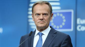 Donald Tusk sürgősen találkozni akar a lengyel elnökkel