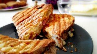 Így készíts bundás kenyeret panini sütőben!