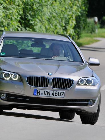 Gyári fotón a BMW 5-ös szériájának tűzesetekben érintett szériája