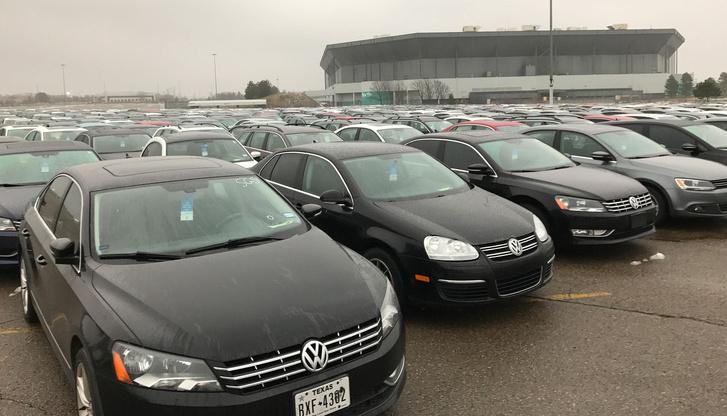 Visszavásárolt csalós dízel-Volkswagenek egy amerikai gyűjtőplaccon