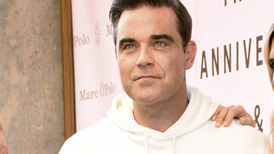 Kellemetlen betegség miatt hízik már egy éve Robbie Williams