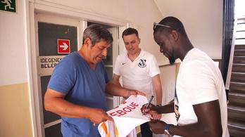 Amikor Eboué az Arsenalból lement edzeni a Vác FC-hez