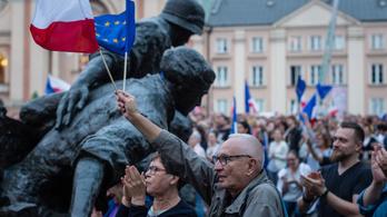 Andrzej Duda még megállíthatja a lengyelek elleni szankciókat