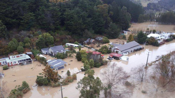 Százakat telepítettek ki Új-Zélandon árvíz és földcsuszamlás miatt
