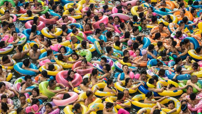 Mint a heringek: így strandolnak a kínaiak