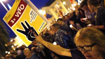 A lengyel elnök a tüntetők oldalára állt