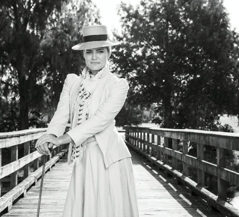 Az ugyancsak profi golfos Lexi Thompson például egy korabeli ruhával ironizált, hogy így talán beleférne az új keretekbe