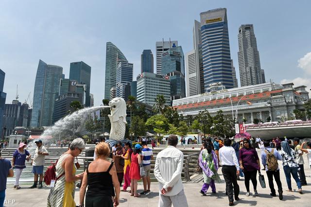 Szingapúr felhőkarcolói az öböl felől