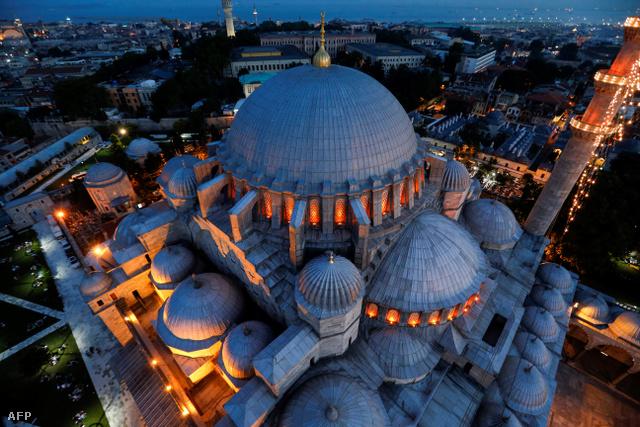 A Kék Mecset fantasztikus épületegyüttese madártávlatból