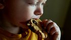 A kövér gyerek több egészséges ételt eszik? Na ne.