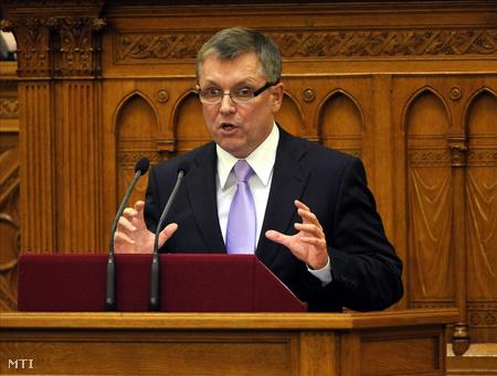 Matolcsy beszél a költségvetési törvényjavaslatról szóló vitában