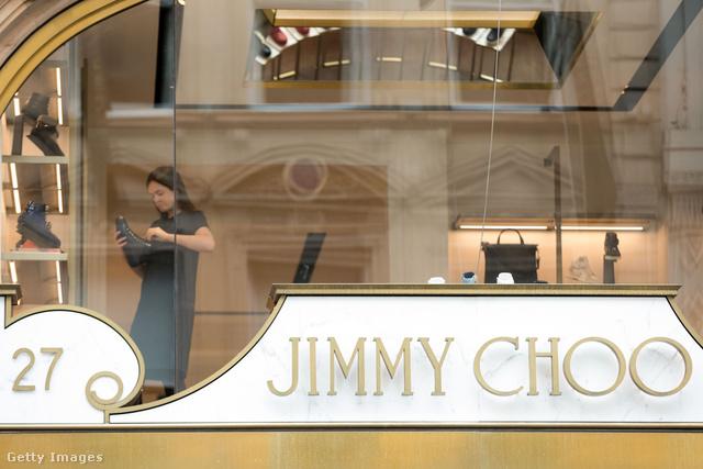 A Michael Kors birodalomba épül be a Jimmy Choo.