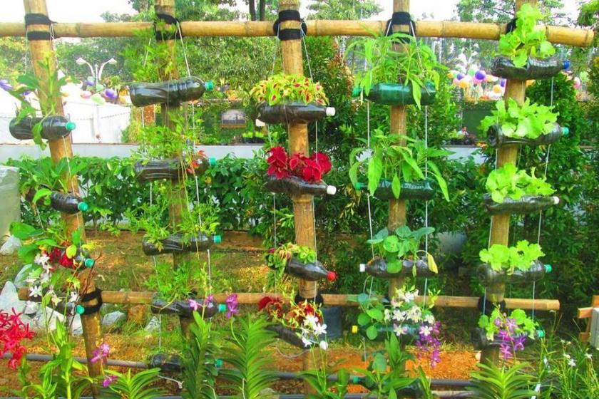 Ne károsítsd, inkább építsd vele a természetet: tökéletes a kinti virágok vagy épp konyhakerti növények ültetéséhez is a palack.