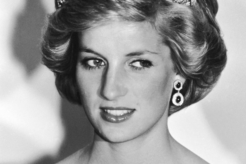 Fotókon Diana hercegnő kertje a Kensington-palotában - Gyönyörű virágok díszítik