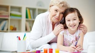 Azért van menopauza, hogy a nagyik gondoskodni tudjanak az unokákról