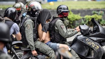 Házkutatás ürügyével 60 tüntetőt letartóztattak Venezuelában