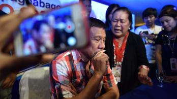 A Fülöp-szigeteki elnök több száz fizetett trollt vetett be