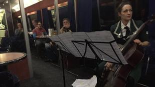 Éjszakai vonaton debütált egy opera