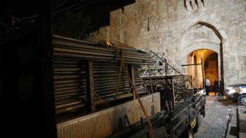 Izrael a a kordonokat is eltávolította a Mecsetek teréről