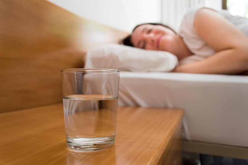 Állott víz: meddig szabad meginni, ha kint hagytad?