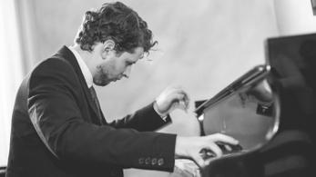 Groteszk tangóra hív a fiatal magyar zeneszerző
