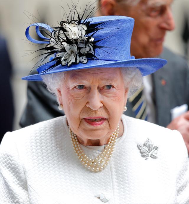 II. Erzsébet királynő szereti a feltűnő kalapokat.