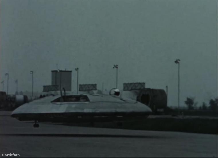 A Northfotóra felkerült pár kép, amin egy ART, azaz egy Azonosítatlan Repülő Tárgy, ismertebb nevén UFo látható.