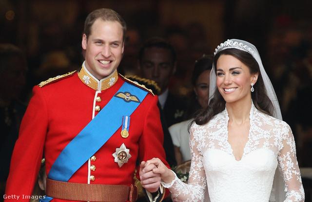 Vilmos herceg a RAF-ban szolgált, de a Trooping the Colour-on vagy a saját esküvőjén az Ír Őrezred tiszteletbeli ezredesének vörös egyenruháját viselte.