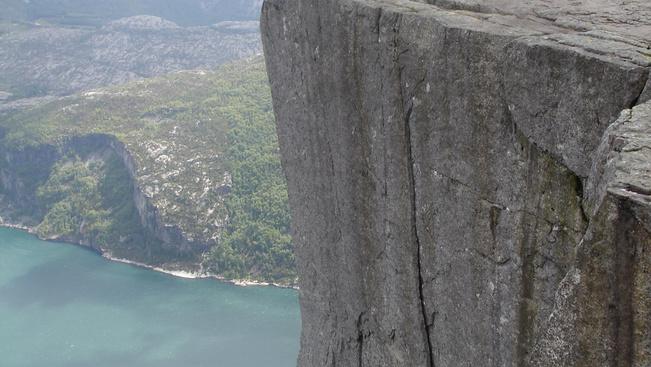 Összerogyhat a norvégok híres Szószék-sziklája