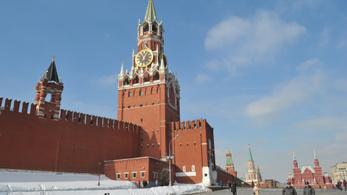 Egyre nagyobb az orosz-amerikai feszültség, Moszkva diplomaták százait utasítja ki