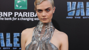 Cara Delevingne nem csak modellként és színésznőként virít nagyot