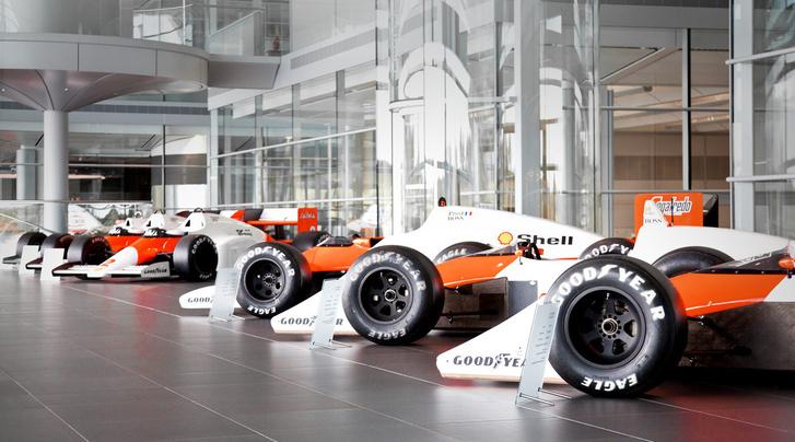 A McLaren házi gyűjteményének egy része a vállalat központjában, Wokingban