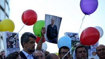 Kiengedtek hét bebörtönzött újságírót Törökországban