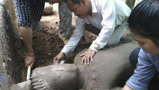 Óriás őrszoborra bukkantak Angkorvat területén