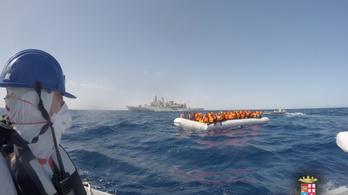 Hadihajókkal megy líbiai vizekre a migránsok ellen Olaszország