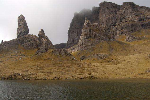 The Storr sziklacsúcsai, amelyek a Prometheus című film egyik nyitójelenetében is szerepelnek