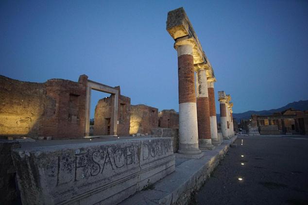 Esti kép a pompeji ókori romvárosról