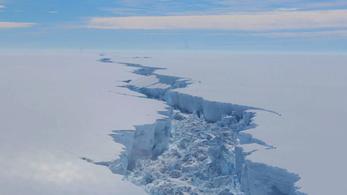 Hiába szakadt le az ezermilliárd tonnás jégtömb az Antarktiszról, a repedés nem állt meg