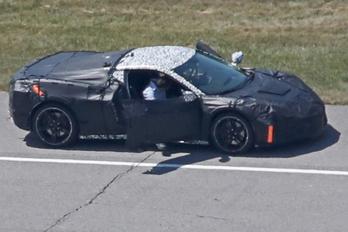 Tényleg középmotoros lesz az új Corvette