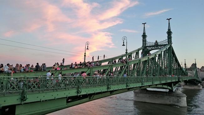 Két augusztusi hétvégére ismét a gyalogosoké a Szabadság híd