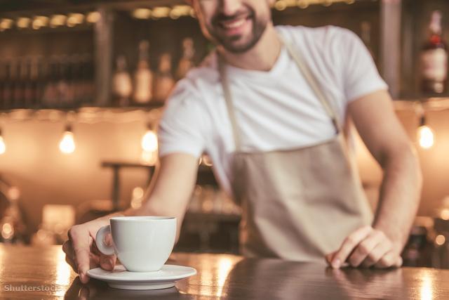 Van, ahol külön ára van a pultnál, a benti asztaloknál és a teraszon elfogyasztott kávénak