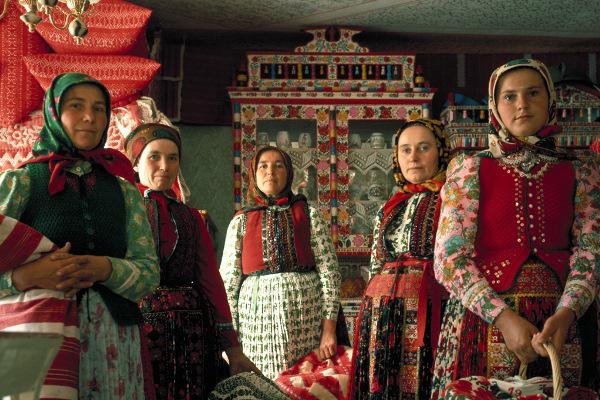 Korniss Péter: Asszonyok kosarakkal