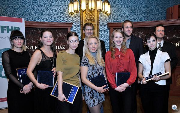 Az idei Junior Prima Díjasok: (balról) Petrik Andrea, Bata Éva, Izsák Lili, hátul: Jancsó Dávid, Szandtner Anna, Tenki Réka, Feke Pál, Felméry Lili, Nyári Gábor