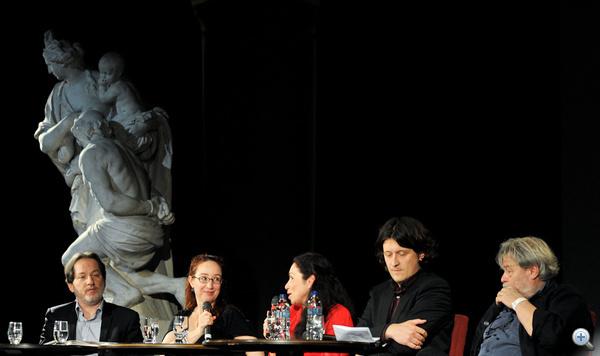 Bal szélen: Baán László, a Szépművészeti Múzeum főigazgatója