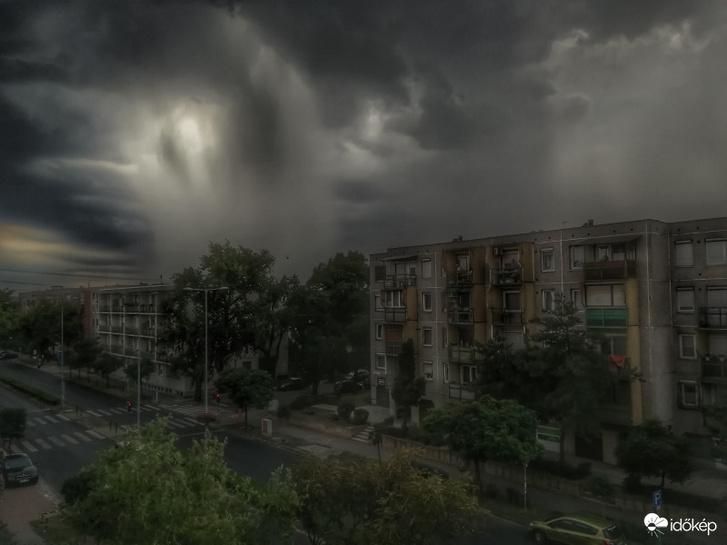 Vasárnapi vihar Budapest 13. kerületében. Forrás: Időkép