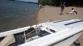 Baleset a Dunán: egy 7 éves gyerek is vízbe esett a csónakról