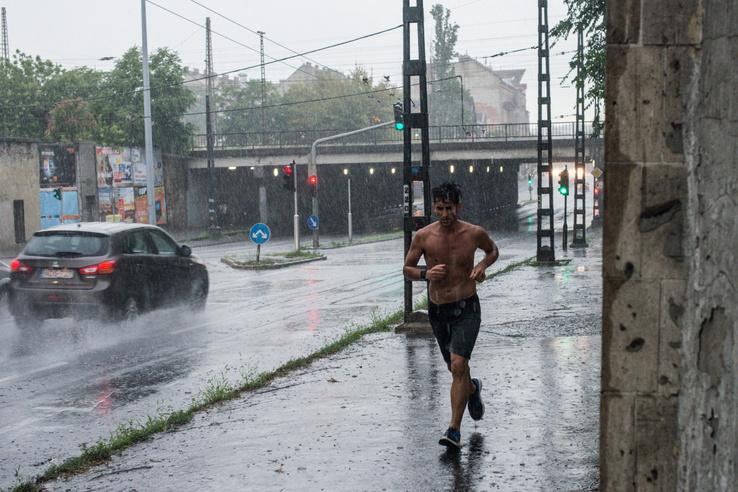 Ép testben ép lélek: volt, aki az esőben is edzett