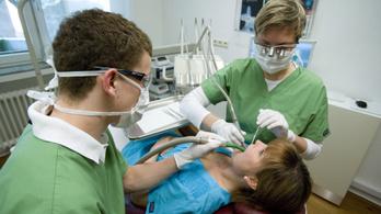 Tiltakozó akcióba kezdenek a közfinanszírozott fogorvosok