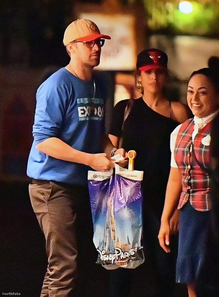 Ryan Gosling vasárnap (augusztus 6.) este fogta a feleségét, és elvitte randevúzni.