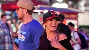 Ryan Gosling randizni vitte a barátnőjét